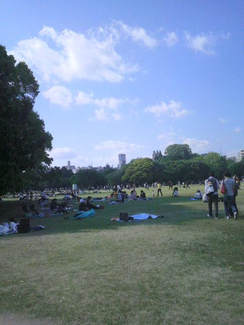 緑に囲まれてみた。風が気持ちいい〜@新宿御苑